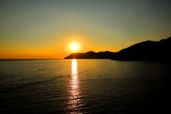 Sonnenuntergang auf Wasser Stockfoto