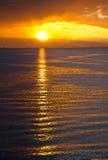 Sonnenuntergang auf Wasser Stockfotografie
