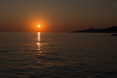 Sonnenuntergang am Badeort von Adler/von Sochi am Sommer Lizenzfreies Stockfoto