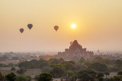 Sonnenuntergang in Bagan, Myanmar Lizenzfreies Stockfoto