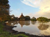 Sonnenuntergang in Bagan-Tempeln Myanmar lizenzfreie stockfotografie