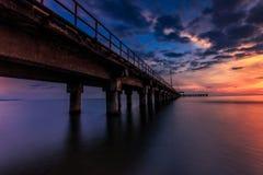 Sonnenuntergang an barombong Pier Makassar Lizenzfreie Stockbilder