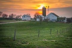 Sonnenuntergang-Bauernhof Lizenzfreie Stockfotografie