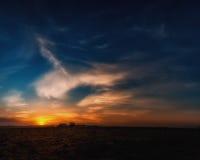 Sonnenuntergang am Bauernhof Stockfotos