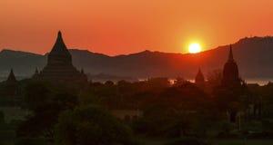 Sonnenuntergang bei Bagan Lizenzfreie Stockfotos