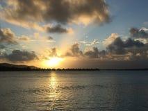 Sonnenuntergang bei Bora Bora Stockfotografie