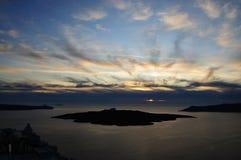 Sonnenuntergang bei Fira, santorini Griechenland lizenzfreie stockfotos