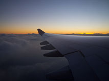 Sonnenuntergang bei 33.000 Fuß Stockbilder