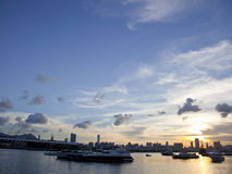 Sonnenuntergang bei Kwun Tong Promenade, Hong Kong Stockbilder