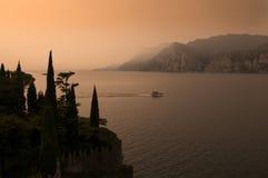 Sonnenuntergang bei Malcesine auf See Garda in Nord-Italien Lizenzfreies Stockbild