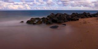Sonnenuntergang bei Palm Beach weit Lizenzfreie Stockbilder