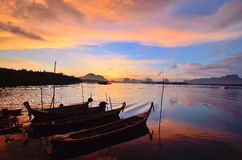 Sonnenuntergang bei Phangnga Lizenzfreie Stockbilder