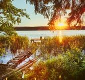 Sonnenuntergang über dem Fluss Stockbild