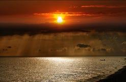 Sonnenuntergang über dem Meer Stockfotografie