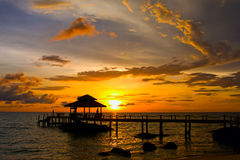 Sonnenuntergang über dem Strand, Thailand Lizenzfreie Stockbilder