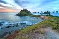 Sonnenuntergang über dem Strand von Nacpan, in den Philippinen Stockbild