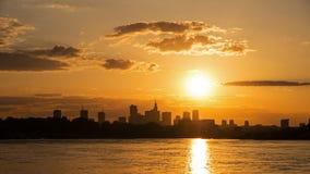 Sonnenuntergang ?ber der Mitte von Warschau stock video footage