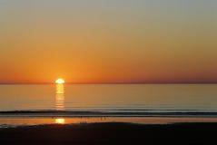 Sonnenuntergang über Wolljacken-Bucht in Wales Lizenzfreie Stockfotos