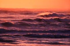 Sonnenuntergang bewegt Victoria Australia wellenartig Lizenzfreies Stockfoto