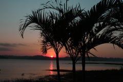 Sonnenuntergang, Boot, Farben, Frieden und Natur Lizenzfreies Stockbild