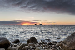 Sonnenuntergang an Bucht Porth Nanven Stockbild