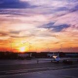 Sonnenuntergang an BWI-Flughafen Stockfotos