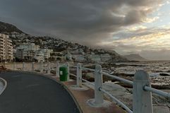 Sonnenuntergang in Cape Town. Ansicht des Seepunktes. Lizenzfreie Stockbilder