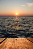 Sonnenuntergang in das Meer Lizenzfreie Stockbilder