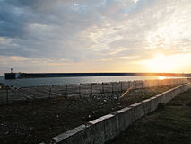 Sonnenuntergang in dem Meer, Pier stockbilder