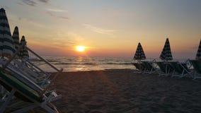 Sonnenuntergang in dem Meer stockbild