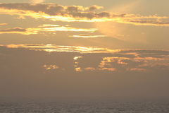 Sonnenuntergang in dem Mittelmeer stockfotos