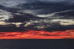 Sonnenuntergang in dem Pazifischen Ozean stockfotos