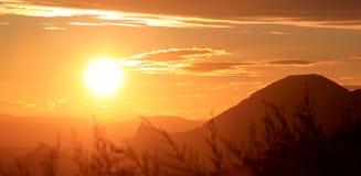 Sonnenuntergang in den andalusischen Bergen, Spanien lizenzfreie stockfotos