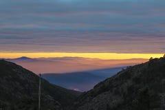 Sonnenuntergang in den Bergen stockfoto