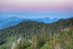 Sonnenuntergang in den Bergen Stockbild