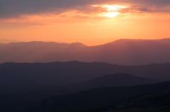 Sonnenuntergang in den Bergen Stockfotografie