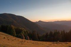 Sonnenuntergang in den Bergen Lizenzfreies Stockfoto