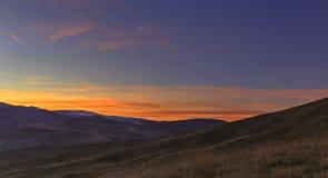Sonnenuntergang in den Bergen Khizi azerbaijan Lizenzfreie Stockbilder