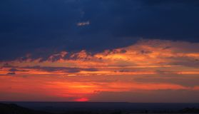 Sonnenuntergang in den Bergen von Mollerussa, Lleida lizenzfreies stockfoto