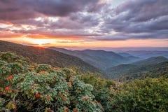Sonnenuntergang an den Craggy Gärten Lizenzfreie Stockfotos