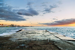 Sonnenuntergang an den Felsen Stockfotografie
