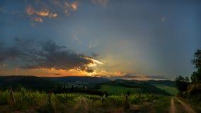 Sonnenuntergang in den Hügeln von Toskana Lizenzfreies Stockbild