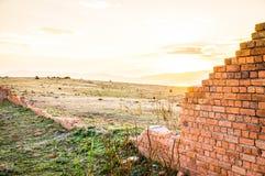 Sonnenuntergang an den Strafgefangene-Ziegelstein-Ruinen von Maria Island, Australien stockfotografie