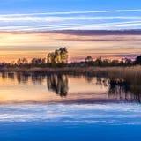 Sonnenuntergang an der Achterwasser-Lagune nahe Zinnowitz Lizenzfreie Stockbilder