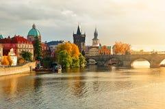 Sonnenuntergang in der alten Stadt von Prag Lizenzfreie Stockfotos