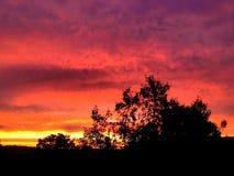 Sonnenuntergang, der auf den Horizont glüht lizenzfreies stockfoto