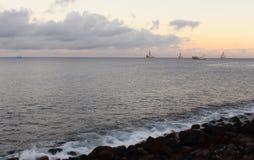 Sonnenuntergang in der Bucht von Gran Canaria stockfotos