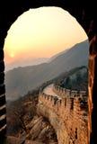 Sonnenuntergang der Chinesischen Mauer lizenzfreie stockfotografie