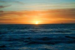 Sonnenuntergang, der dynamische Farben schafft Lizenzfreies Stockbild