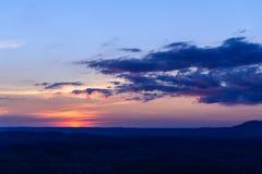 Sonnenuntergang an der Gebirgslandschaft Lizenzfreie Stockbilder